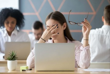 Ini Resiko Terlalu Lama Bekerja di Depan Layar